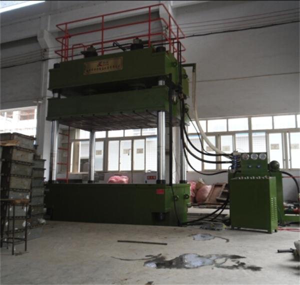 YL32-500吨大台面四柱三梁液压机